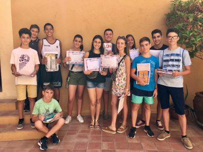 Col•legi Cultural Badalona (Barcelona). First and second ESO pupils happy with their gifts!