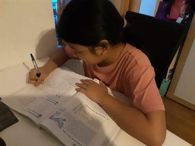 Das letzte foto ist da mache ich etwas in meinem english Buch.