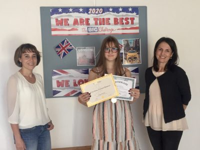 MS Rust  Unser Platz 1. im Schulranking, Natalie Hornak (Platz 9 im Burgenland und Platz 63 in Österreich) aus der 3b mit Fr. Dir. Nährer und der stolzen Englischlehrerin Mag. Reisner