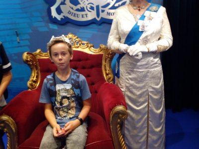 Zwettl / Niederösterreich, SMS Sportmittelschule Ich bin zu Besuch bei der Queen und durfte auf dem Thron sitzen :-)