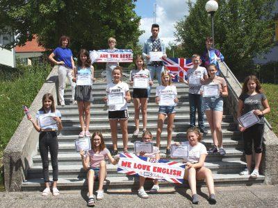 Die 4. Klasse der TNMS St. Marienkirchen bei Schärding freut sich über die tollen Ergebnisse!