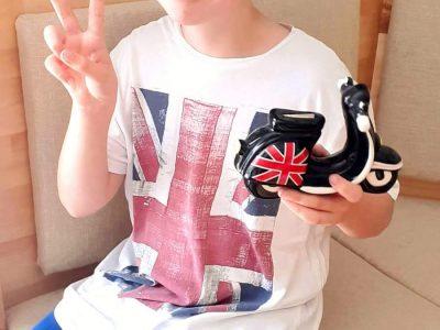 2500 Baden, BG/BRG Biondekgasse Mein England T-Shirt und mein Sparschwein-Roller für meine erste London Reise