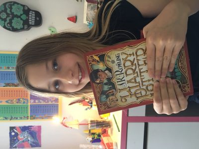 Wien, Gymnasium Maria Regina Ich lese lieben gerne die Harry Potter Bücher! Wenn ich besser Englisch kann, will ich sie auch gerne im Original lesen. Die Filme allerdings, schaue ich mir auf Englisch an! Liebe Grüsse, Eos Titz