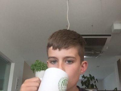 Wien, brg Pichelmayergasse Klasse 1D Ich habe Ihnen ein Bild geschickt wo ich einn Tee trinke