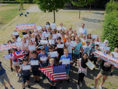 Gymnasium Horn-Bad Meinberg - unsere glücklichen Teilnehmer am Tag der Preisverleihung