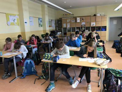 Neudietendorf, von - Bülow - Gymnasium, Schüler der 5. und 6. Klassen arbeiten eifrig und konzentriert an den Lösungen