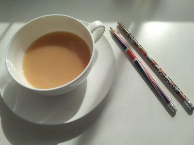 Köln Herder Gymnasium  Schwarzer englischer Tee mit Milch und Stifte aus London