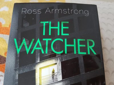 Velbert, Geschwister-Scholl Gymnasium Ich habe ein Buch ausgewählt Namens:The Watcher es ist hauptsächlich ein Englisches Buch von dem Autoren Ross Armstrong.Meine Mutter hat es bestellt dich ahnte nicht,dass es ALLES auf Englisch war :)