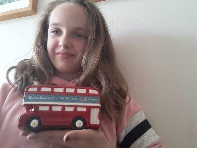 Es ist ein traditzionella britischer bus er gefählt mir sehr euch hoffentlich auch.Ich komme aus Hamburgund mei Name ist Lily meisel.Meine Schule ist das bornbrook  Gymnasium.   Liebe Grüße Lily