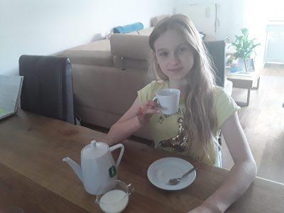 "Fürstenfeldbruck  Graf-Rasso-gymnasium Klasse 5d  Anna-lena Kaczmarczyk  ""It's tea time """