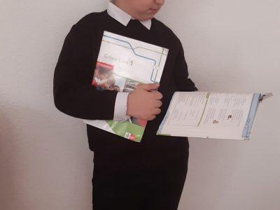 Stadt: Hameln Name: Emir Irtegün  Schule: Abert-Einstein-Gymnasium  Lerne gerade English Vokabeln in meinem English Buch: Green Line 1   Vorher habe ich meine Aufgaben fleißig Bearbeitet in meinem English  Workbook: Green Line 1.