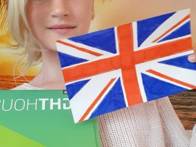 Alfeld: Carl benscheidt Real Schule  Die Englandflagge mit dem Englischbuch. Die Flagge habe ich selber gemalt.