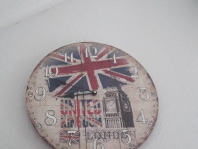 Albert Schweizer Schule Nienburg.  Eine englische Uhr mit dem BigBen.
