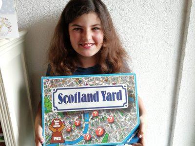 """Geislingen Michelberggymnasium Das Spiel Scotland Yard handelt von der Londoner Polizei die """"Mister X"""" jagt. Und da es in London spielt dachte ich das es ein guter englischer Gegenstand ist."""