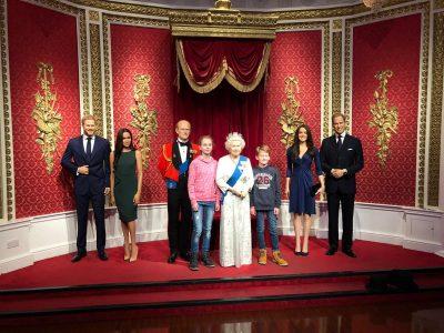 Carolus-Magnus-Gymnasium Übach-Palenberg  Das war bei Madame Tussauds(Wachsfigurenkabinett) in London.Auf dem Bild sieht man mich, meinen Bruder und die Königsfamilie.