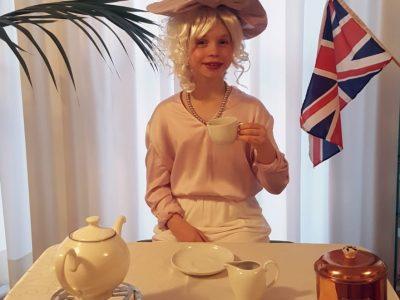 Bonn Carl von Ossietzky Gymnasium Queen Elisabeth II enjoying her five o'clock tea.