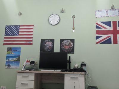 Stadt: Unterschleißhem, Schulname: COG, Name: Leo Zhitomirsky. Auf dem Bild sind alle Big Challenge Preise(die Flaggen), Poster und Diplome(rechts oben) von Big Challenge dargestellt, die ich bekommen habe.