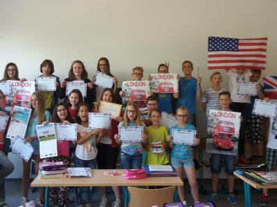 Nienburg, Happy Children Sekundarschule Unsere Klasse 5.1 ist sehr stolz auf ihre Viertbeste aus Sachsen-Anhalt - Lilly!