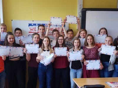 Gymnasium Finow, Eberswalde  Schülerinnen und Schüler einer weiteren Klasse des Jahrgangs 8