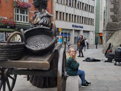Waltrop ; Gesamtschule Waltrop  Ich in Dublin bei der bezaubernden Statue von Molly Malone