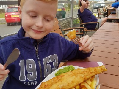 Buchholz, Albert-Einstein-Gymnasium  Fish and Chips im Life Boat Inn, Selsey