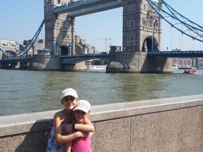 Markt Wolnzach HGW Hallertau Gymnasium Wolnzach Das Foto zeigt mich mit meiner Schwester vor der Tower-Bridge in London