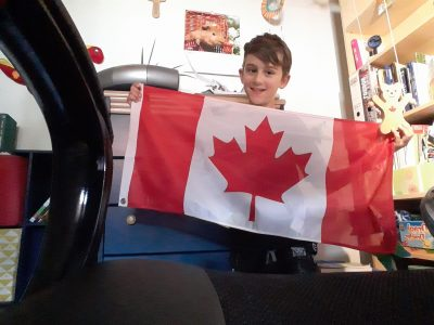 Traunreut/Johannes Heidenhain Gymnasium  Ich habe ein Bild von meiner Canada-Flage gemacht, da man in Canada auch größtenteils Englisch spricht und ich Canadia bin