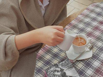Stadt: Frechen, Schule: Städtische Realschule Frechen, Meine Interpretation von Englisch, a cup of tea with milk and a good English book Harry Potter and the Philosopher´s Stone... :) Kaan Güney Özgen Klasse: 7b