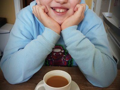 """Lise-Meitner-Gymnasium Leverkusen  Das ist Englischer Tee, speziell für die Königin Elisabeth die Zweite gebraut. Der Name lautet """"English Breakfast Rich and Balanced"""""""