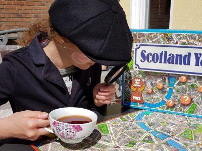 45721 Haltern am See Joseph-König-Gymnasium Sherlock Holmes ist auf Spurensuche und trinkt englischen Tee. LG Lisa