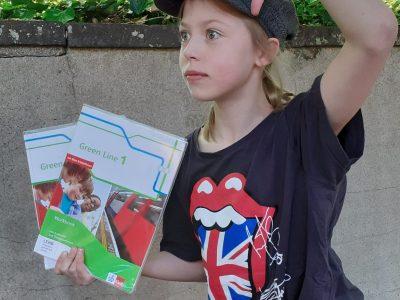 St. Hildegardis Gymnasium Duisburg | Flora Kerkhoff 5a  Sherlock Holmes ist mit dem Green Line Buch unterwegs!