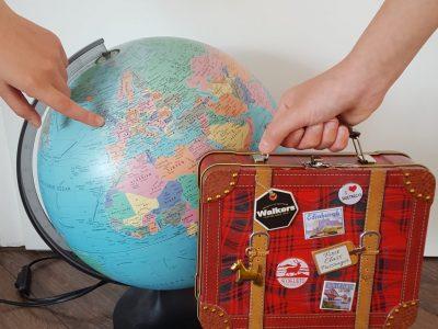 Stadt: Kassel, Schule: Engelsburggymnasium Der kleine Koffer ist von meiner Freundin aus London. Ich würde so gerne mal nach London verreisen :-)