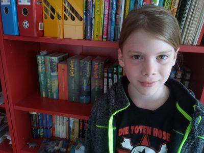 """Langenfeld Bettine-von-Arnim Gesamtschule Florian Wolff   Das ist ein Bild von (ein paar) meiner Bücher die aus dem Englischen kommen. """"Harry Potter"""" und """"Gregs Tagebuch"""""""