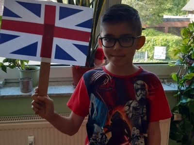 Eine England Flagge Zuhause in der Corona Kriese