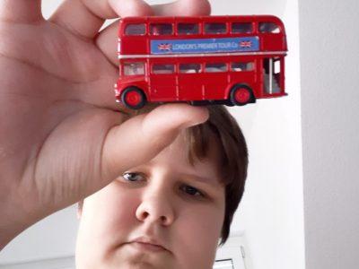 """Nürnberg,Sigmund-Schuckert-Gymnasium Ich wollte dieses Bild hochladen,weil mein Papa mir immer erzählt hatt,das es diese Busse in London """"wie Sand am Meer """"gibt."""