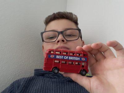 Wangen im Allgäu -  Rupert Neß Gymnasium - Kommentar:  I love english double decker buses!