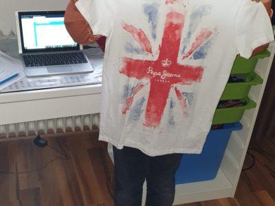 Stuttgart Gottlieb-Daimler-Gymnasium 105140ENI6E2  Ich habe sehr viel Spaß an der Englischen Sprache und möchte baldmöglichst eine Reise nach London machen. Das T-Shirt das mir meine Mama vor paar Tagen gekauft hat stimmt mich schonmal darauf ein ;)  Liebe Grüße  Elias