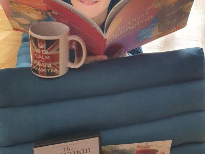 Neufahrn bei Freising, Oskar Maria Graf Gymnasium, Jonas Lörtzing, 6c  Ich liebe England und war auch schon einige Male da. Außerdem lese ich auch gerne ab und zu ein englisches Buch. An Weihnachten schauen wir -wie die Engländer- immer den Snowman.