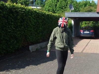 Wiehl,Diedrich-Bonhöffer Gymnasium. Jetzt in den Corona zeiten fahre ich oft Longboard mit meinem England Helm.