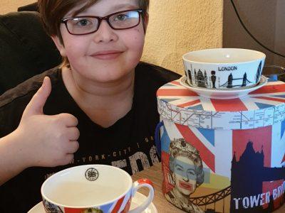 Eschweiler, Städtisches Gymnasium  Englisch macht Spaß und Tee trinken auch :-) Etwas aus der Sammlung meiner Mutter, die steht auf England und London :-)