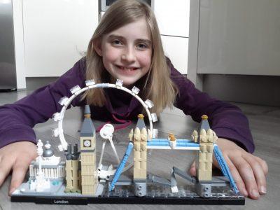 Heide, Gymnasium Heide-Ost  Auf dem Foto sieht man das Londoner Eye, den Big Ben, den Bakingham Palace der Queen und die Tower Bridge aus Lego mit mir zusammen. Es war ein Geschenk von meiner Oma zu Weihnachten.