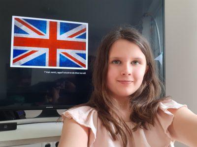 Robert Bosch Gesamtschule  Hildesheim  Trotz CV19 konnte ich ein Foto mit der Englischen Flagge machen.