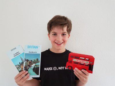 Mettmann, Heinrich-Heine-Gymnasium Mit dem Doppeldeckerbus durch die Straßen von London und ganz England - immer ausgerüstet mit Straßenplänen.  Und den Bus - na, den habe ich aus Lego gebaut :-)