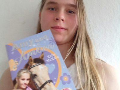 ,,Amy and Amber'' ist ein Buch, in dem es um Pferde geht und das komplett in Englisch geschrieben ist.