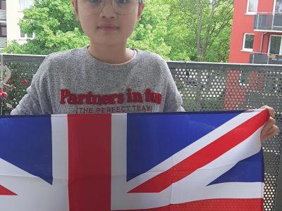 Stadt: Potsdam Schule: Zeppelin-Grundschule Potsdam Hallo, ich habe mir die Britische Flagge ausgesucht, weil das ein wichtiges Symbol von Britannien ist und ich es sehr passend fand. Ich freue mich bei dieser Challenge mitmachen zu können. Thank you (Minh, 11 Jahre aus Potsdam)