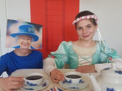 "Markkleeberg, Rudolf-Hildebrand-Gymnasium     ""Tea time with the queen"""