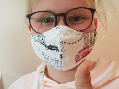 Laura Förstel,8c Egf Forchheim  Das ist ein Bild von mir mit meinem London-mundschutz.Ich dachte mir das passt ganz gut zur aktuellen Situation....