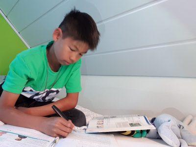 #Neumünster#Klaus-Groth-Schule#Henrik Auricht # lernen auf dem Bett # lernen kann auch ganz gemütlich sein