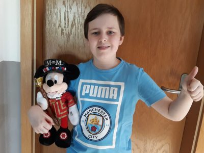 IGS Friesland Nord - Schortens  Ich habe ein Shirt von Manchester City und ein Mickey Mouse als Yeoman bekleidet.