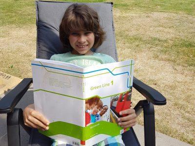 Tönisvorst  Michael-Ende-Gymnasium  Im Garten macht Tim das Englischlernen am meisten Spaß!